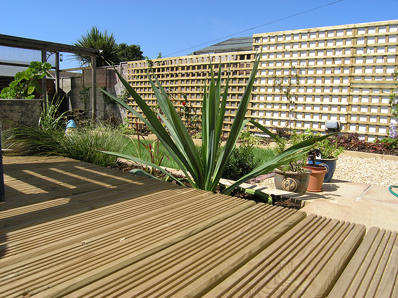 Landscaping Southampton Decking Paving Timber Turf